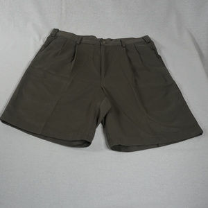 Dockers Golf pleated shorts EUC 32